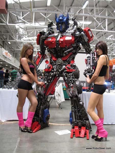 http://www.webfecto.com/wp-content/uploads/2010/03/Transformers-Optimus-reciclado-01.jpg