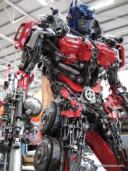http://www.webfecto.com/wp-content/uploads/2010/03/Transformers-Optimus-reciclado-02.jpg