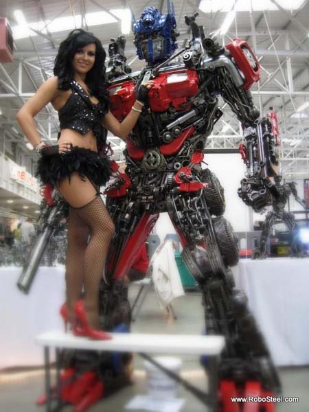 http://www.webfecto.com/wp-content/uploads/2010/03/Transformers-Optimus-reciclado-07.jpg
