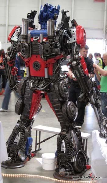 http://www.webfecto.com/wp-content/uploads/2010/03/Transformers-Optimus-reciclado-10.jpg