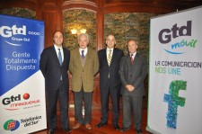 Alberto Bezanilla, gerente general Grupo Gtd; Fernando Soro, gerente general Telefónica del Sur; Luis Muñoz, gerente de negocios móviles de Gtd Móvil; Alberto Domínguez, gerente general Gtd Manquehue.