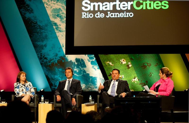 Alcaldesa Marcela Hernando expone en Foro Internacional de Río de Janeiro